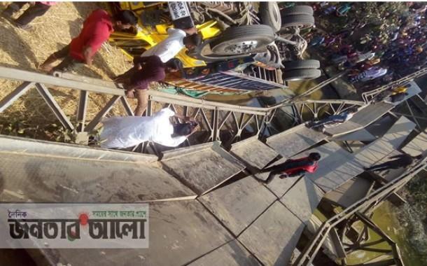 সুনামগঞ্জ বিশ্বম্ভরপুরে ব্রীজ ভেঙ্গে ২ হেলপার নিহত ৫ জন আহত