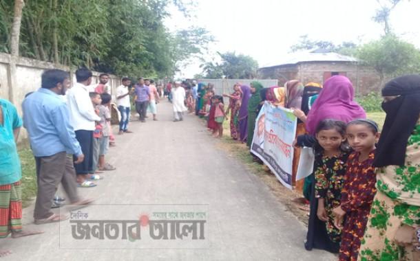 কমলগঞ্জে কৃষকের বিরুদ্ধে প্রভাবশালীর একাধিক মামলা, ক্ষুব্ধ গ্রামবাসীর মানববন্ধন