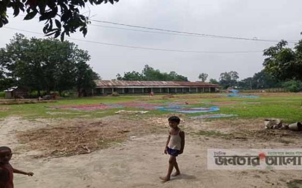 ২০বছর পেরিয়ে গেলেও বেতন পাচ্ছেনা খামার সেনুয়া নিম্ন মাধ্যমিক বিদ্যালয়ের শিক্ষকরা