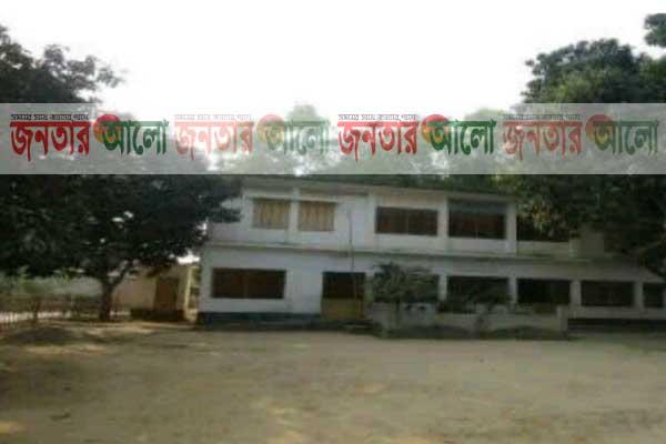 নবাবগঞ্জ মডেল সরকারী প্রাথমিক বিদ্যালয়ে শ্রেনী কক্ষের সংকট