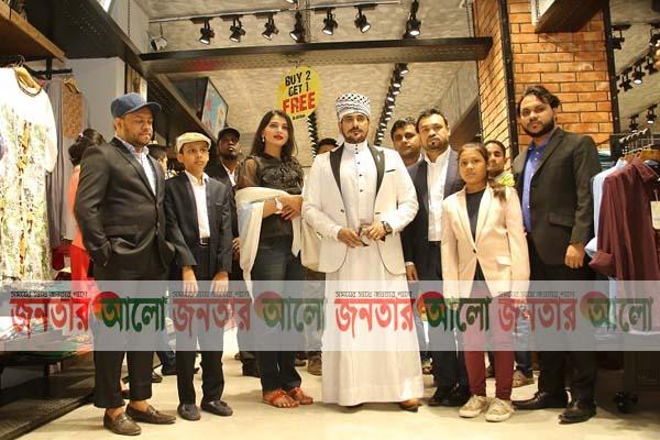 মিরপুরে 'জেন্টল পার্কের' নতুন স্টোরের উদ্বোধন করেন অনন্ত জলিল-বর্ষা