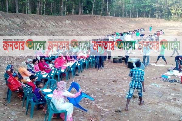 দিনাজপুরের নবাবগঞ্জের শুকান পুকুরে বনভোজন