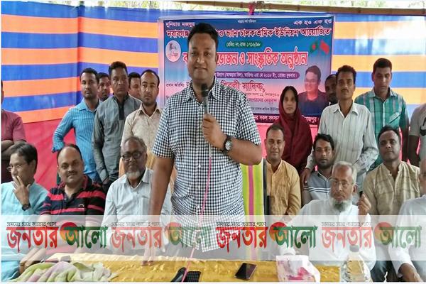 দিনাজপুরের নবাবগঞ্জে রিক্সা-ভ্যান শ্রমিকদের বনভোজনে শিবলী সাদিক এমপি