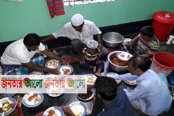 বালিগাঁও দেওয়াবাড়ি 'যুব সমাজের' উদ্দোগ্যে ইফতার ও দোয়া মাহফিল অনুষ্ঠিত