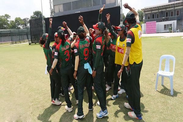 পাকিস্তানের পর ভারতকেও হারিয়ে দিল নারী ক্রিকেট দল