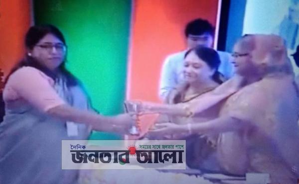 'জনপ্রশাসন পদক' পেলেন নাটোরের ডিসি শাহিনা খাতুন ও তার দল