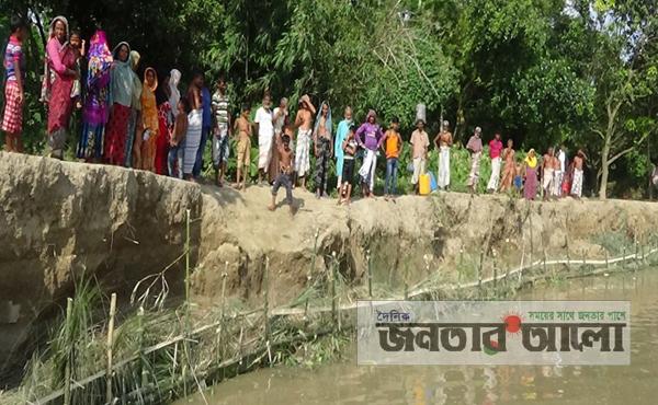 নাটোরে পদ্মা নদীতে ভাঙ্গন: ঠেকাতে সক্রিয় ভুক্তভোগীরা!