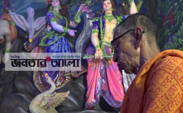ষষ্ঠী পূজার মধ্য দিয়ে নাটোরে শারদীয় দূর্গোৎসব শুরু (ভিডিও দেখুন)