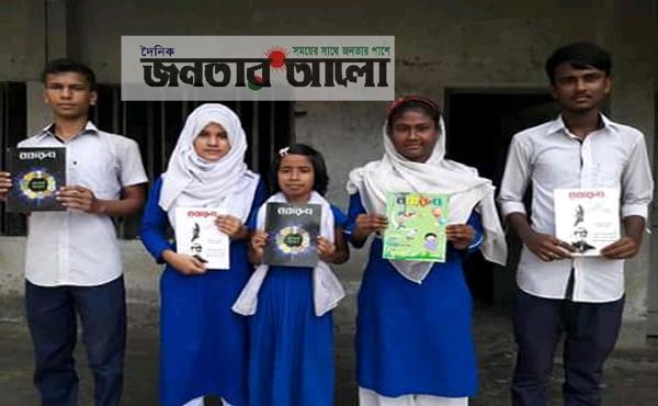 মেধাবী শিক্ষার্থীদের মাঝে বই বিতরণ করলেন সিরাজগঞ্জের শিক্ষক 'ইয়ামিন হোসেন'