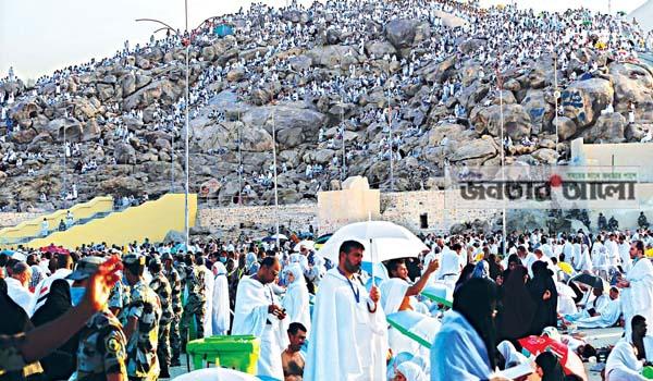 লাব্বাইক ধ্বনিতে সারাদিন মুখরিত আরাফাতের ময়দান
