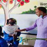 সিংড়ায় শিক্ষার্থীদের ফুল দিয়ে বরণ করলেন উপজেলা চেয়ারম্যান